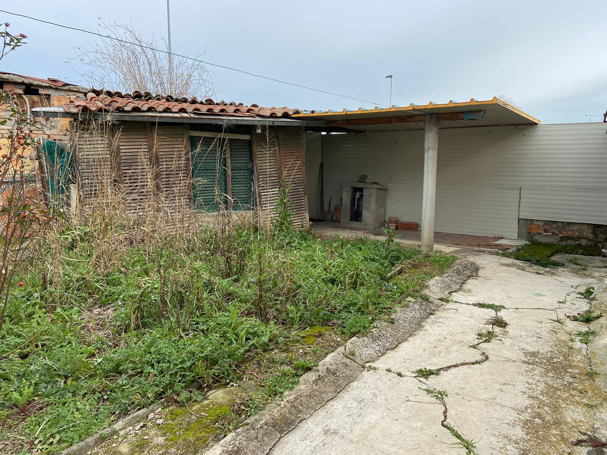 CORPOLO', Casa indipendente con giardino da ristrutturare internamente