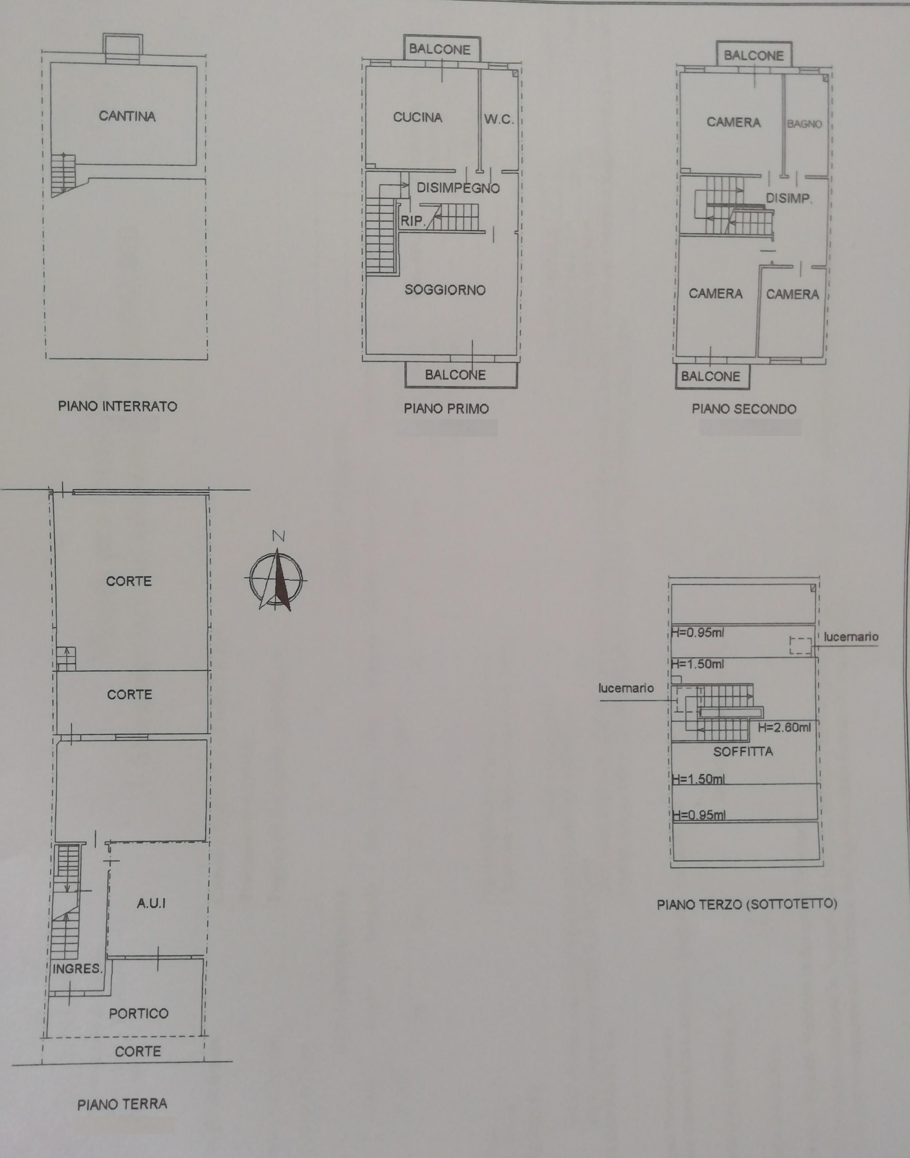 SANTA GIUSTINA, Villetta a schiera anni 80, in ottime condizioni, disposta su 3 livelli